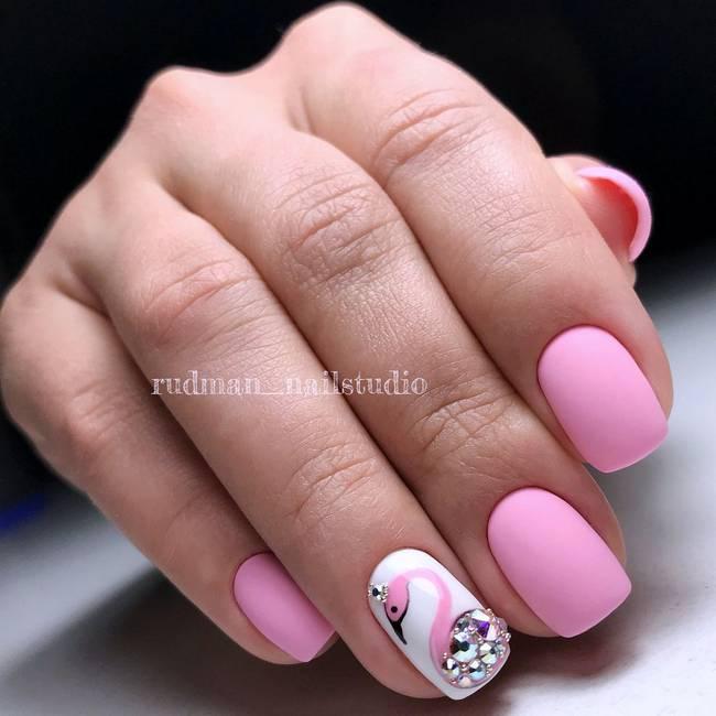 Примеры розового маникюра на короткие ногти