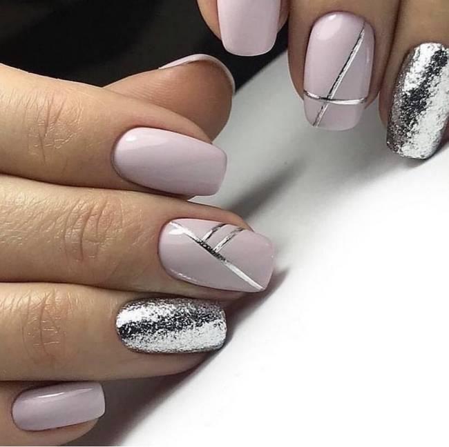 Маникюр розовый с серебром