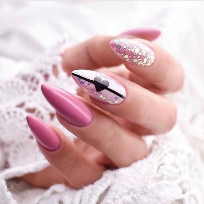 Розовый дизайн ногтей с фольгой и втиркой