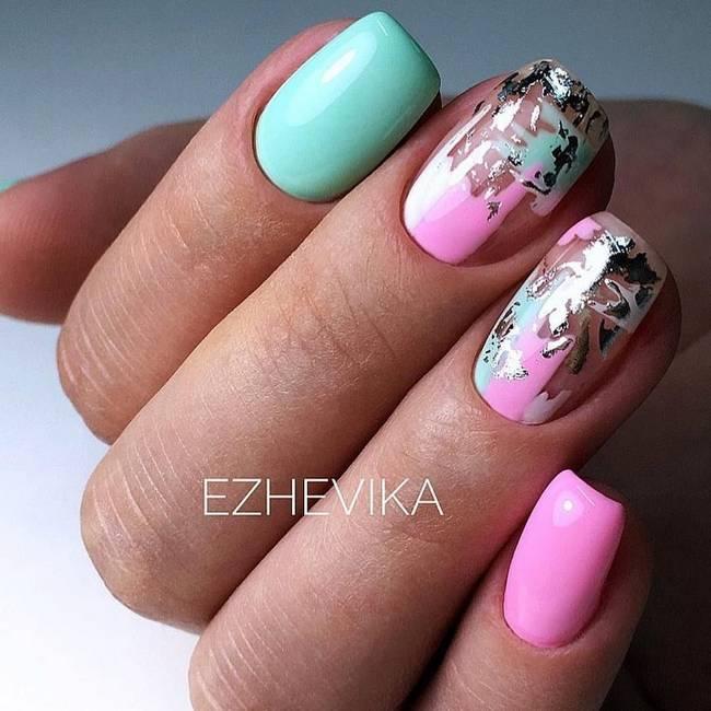 Розовый дизайн ногтей с фольгой