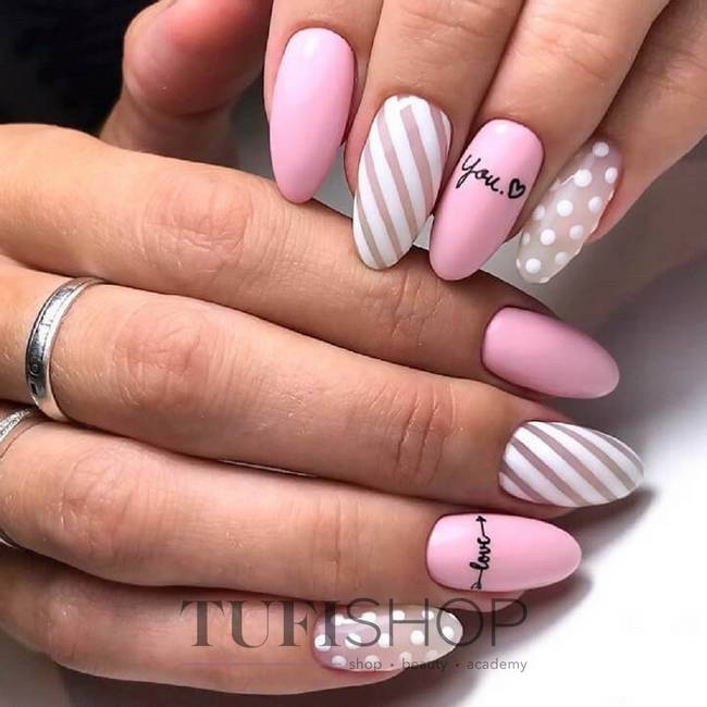 Геометрия на розовых ногтях