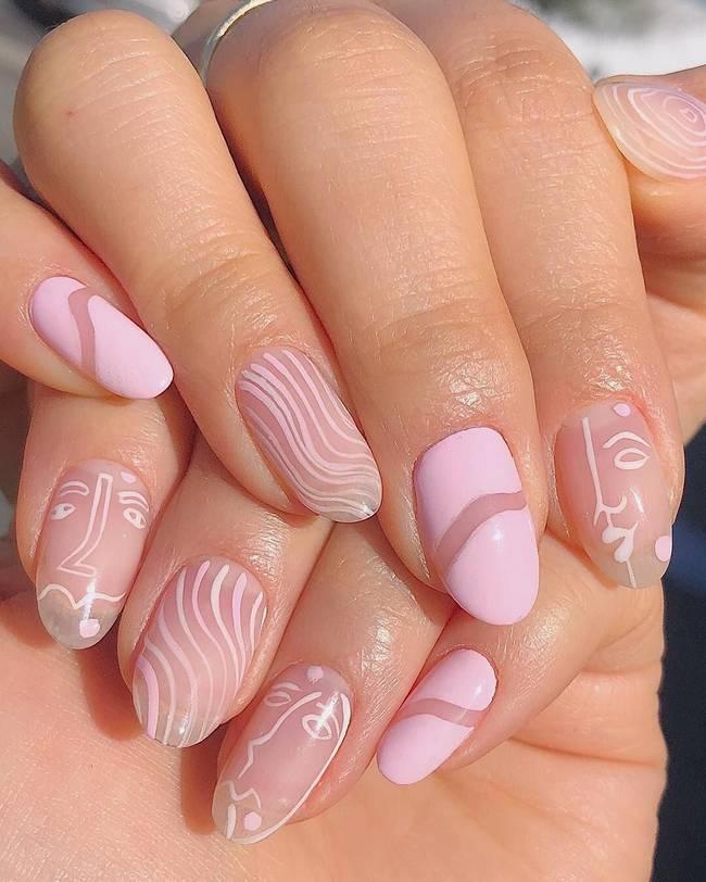 Розовые ногти в стиле минимализм