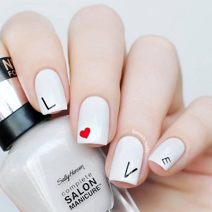 Романтичный маникюр с рисунками на ногтях