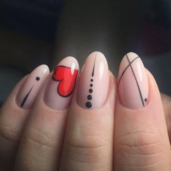 Нюдовый маникюр на День святого Валентина