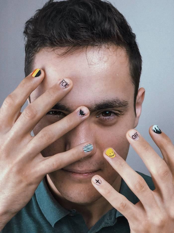 Надписи на ногтях в мужском маникюре