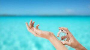 Духи для отпуска: ТОП-10 ароматов для летнего отдыха
