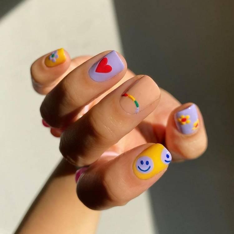 яркий маникюр на короткие ногти