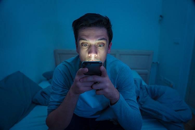 В чём опасность социальных сетей. Действительность и соцсети