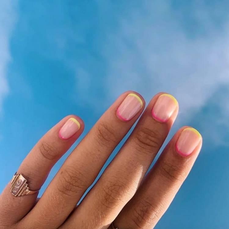 Летний френч на коротких ногтях