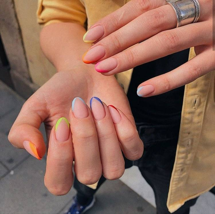 Цветной маникюр френч на короткие ногти