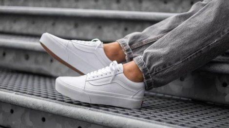 Как почистить белые кеды или кроссовки?